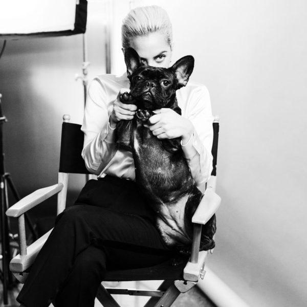 Lady-Gaga-behind-the_4276